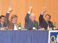 La mesa, votando contra la ampliación de tres millones
