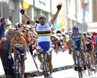 Bettini entra vencedor en Luarca (Foto: © Unipublic)