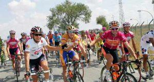 Sastre, Menchov y Samu celebran durante la etapa su podio (Foto: Unipublic)