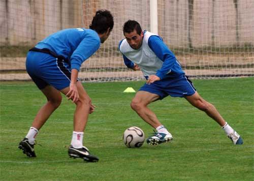Villanueva intenta irse de Carmona en el entrenamiento de hoy