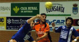 Jordi de Toro lanza a puerta en el partido de ayer