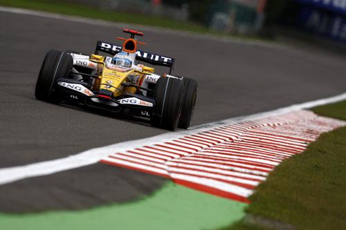 Alonso, durante el GP de Bélgica del pasado domingo (Foto: Renault F1).