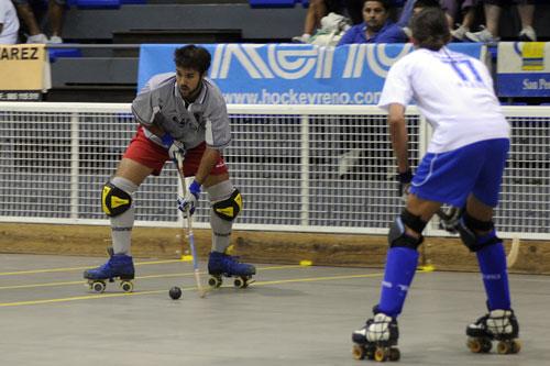 Marc Ortells (Oviedo HC), ante el arecista Diego Raigoso (Foto: Zureda Press).