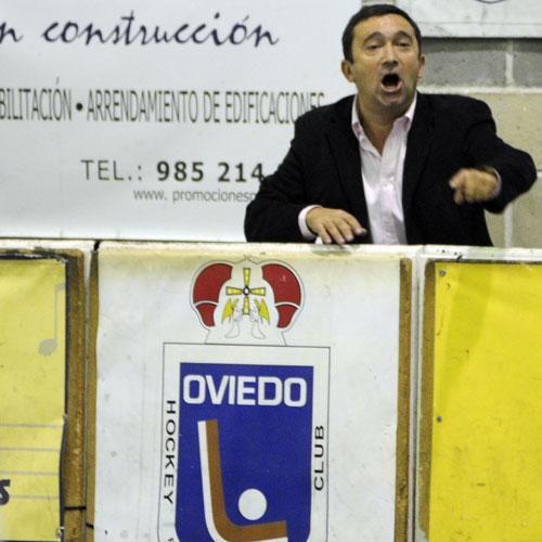 Benchi Garrote, en el banquillo de Fozaneldi (Foto: Zureda Press).