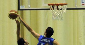 Champi tapona un lanzamiento de McAndrew (Foto: Zureda Press)