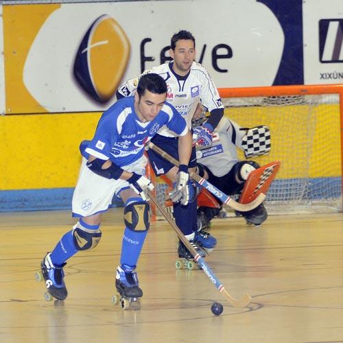 Mario Cuervo persigue a un rival (Foto: Zureda Press).