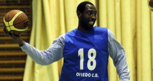Cleve Woodfork, con la camiseta del OCB (Foto: Zureda Press)