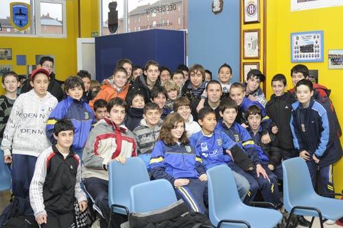 Cervero con los jugadores de La Corredoria (Foto: Zureda Press)