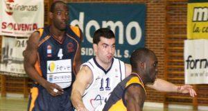 Tony Tate, en un partido en Pumarín (Foto: Jonás Sánchez / Zureda Press)