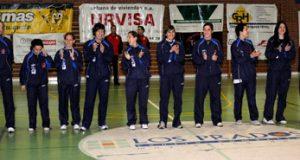 Imagen del homenaje que recibió el OCB femenino en Pumarín (Foto: OCB)