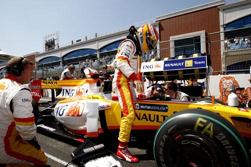 Fernando Alonso, en la parrilla del GP de Turquía (Foto: Renault F1).