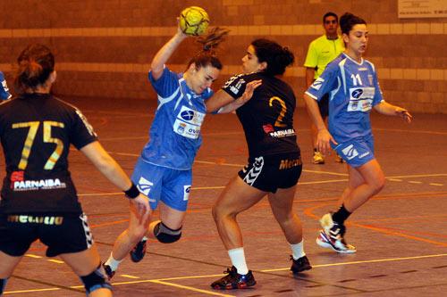 Vicky, en el duelo ante el Atlético Guardés (Foto: Zureda Press).