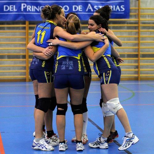 Las carbayonas celebran un punto (Foto: Zureda Press).