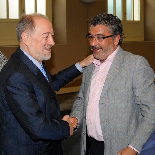 Gabino de Lorenzo saluda a Alberto González en Trascorrales (Archivo MO)