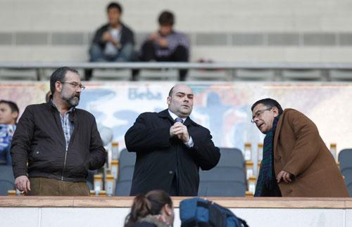 Caunedo, el pasado domingo en el palco del Tartiere, con Martín Vaca y Rivi
