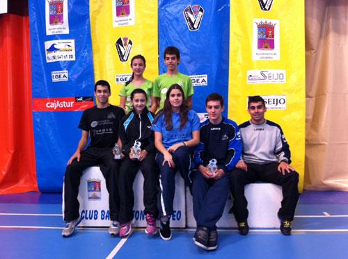 Los medallistas del club ovetense en Vegadeo (Foto: CBO).