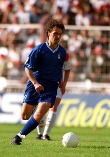 Dubovsky, en el Rayo 1-Real Oviedo 2 de la campaña 1999-2000, donde un gol suyo y otro de Iván Ania certificaron la última permanencia azul en Primera.