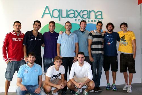 Los jugadores, el pasado domingo en el balneario de Las Caldas, patrocinador del club (Foto: OCB).