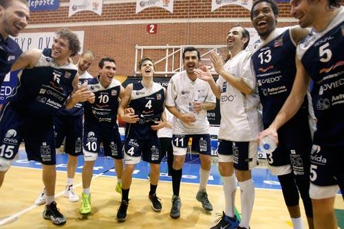 Los jugadores celebran su triunfo (Foto: Pablo Lorenzana)