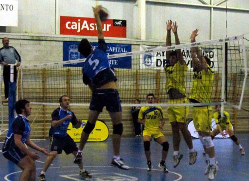 Los dos equipos sénior seguirán en categoría regional (Foto: Archivo MO).