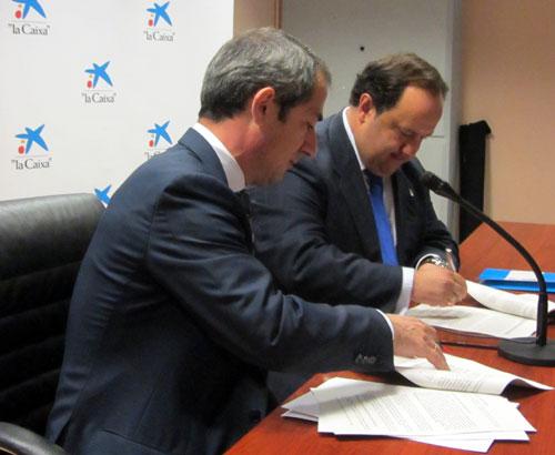 José Manuel Bilbao y Jorge Menéndez Vallina firman el acuerdo (Foto: MO).