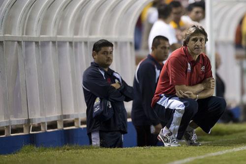 Egea, de cuclillas (Foto: www.oncetitular.com).