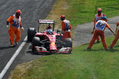Alonso, en el momento de abandonar (Foto: © Ferrari S.p.A.).