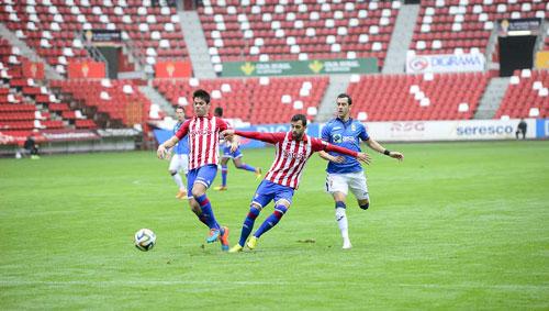 Linares no pudo marcar en El Molinón (Foto: Hugo Álvarez).