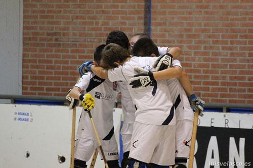 Los alevines del Roller celebran un gol (Foto: Luis Velasco).