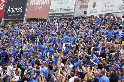 Seguidores azules, hace un año en Zorrilla en el Valladolid B-Real Oviedo (Foto: Archivo MO).