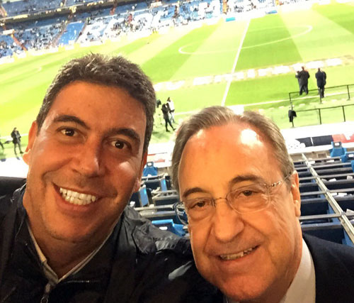 Elías, anoche en el Bernabéu con Florentino Pérez (Foto: @arturoelias).