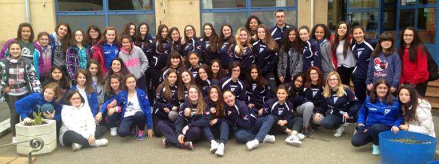 Las jugadoras y técnicos del club carbayón que han participado en el torneo (Foto: OBF).