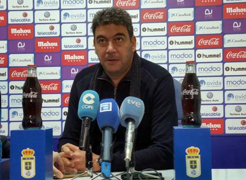 Elías, durante su rueda de prensa en El Requexón (Foto: Real Oviedo).