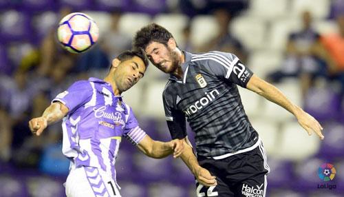Nado disputa un balón de cabeza en el partido de la primera jornada (Foto: La Liga)